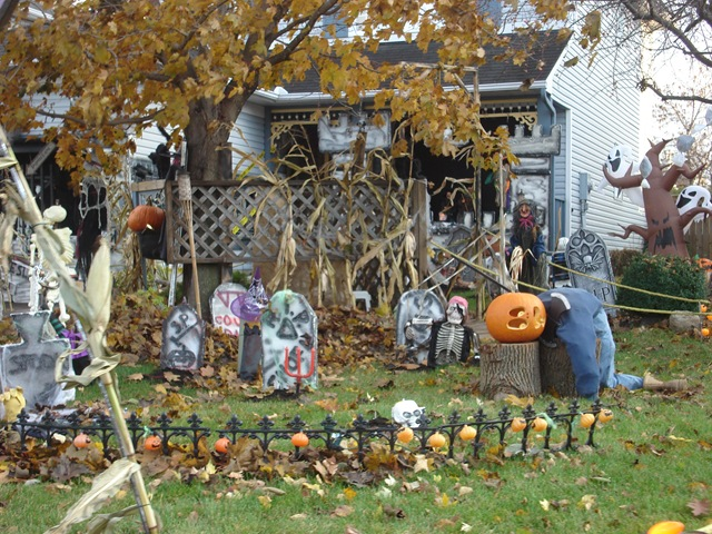 so this halloween dont be a party pooper turn your house into a haunted house its easy and if you do it right its not all that expensive - Halloween Decorated House